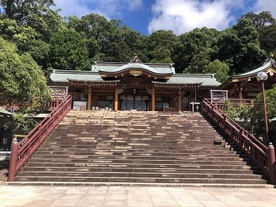 正面から見た諏訪神社